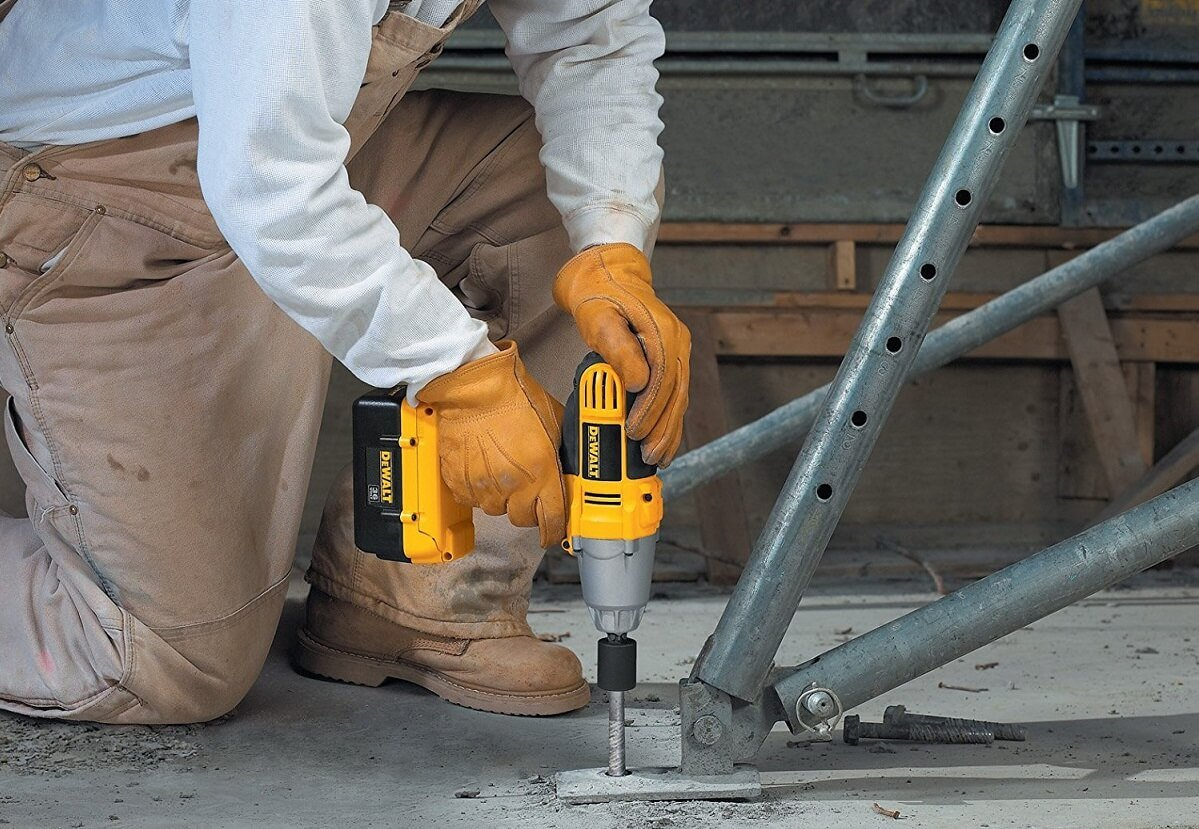 Dewalt DCF889M2—the best cordless impact wrench for you and your automobile